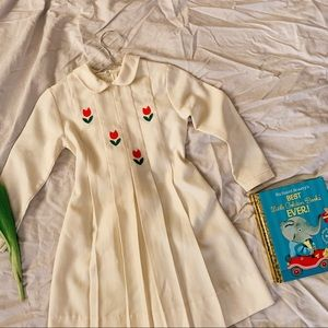 Vtg 60s Tulip Embroidered Peter Pan Collar Dress